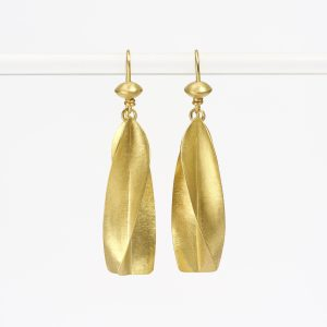 18 carat gold twisted crop eardrops with beads